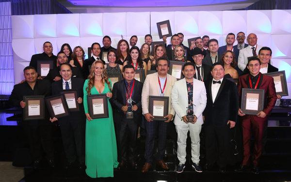 Vibra el Histórico Beverly Hills Hotel con los Premios SESAC Latina 2016 a lo Mejor del Año