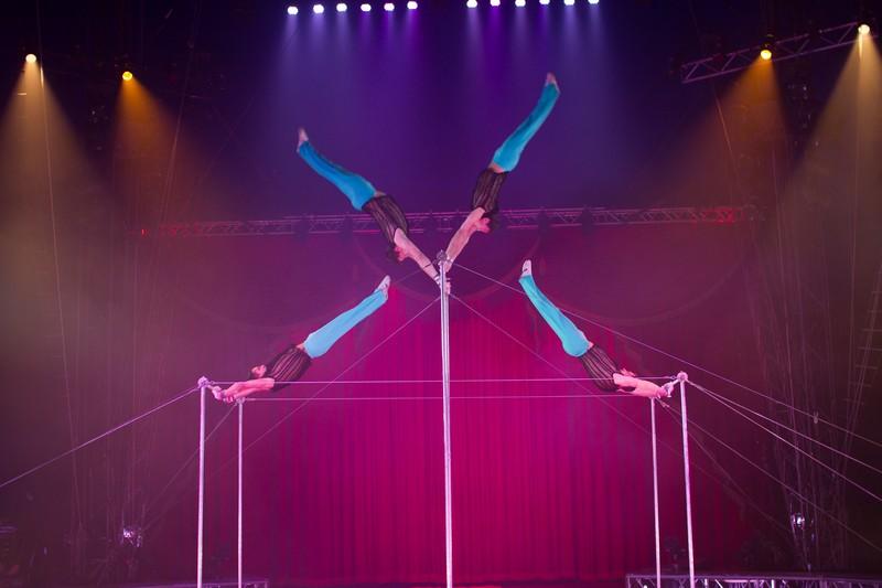 Circus Vargas presenta iLuminous