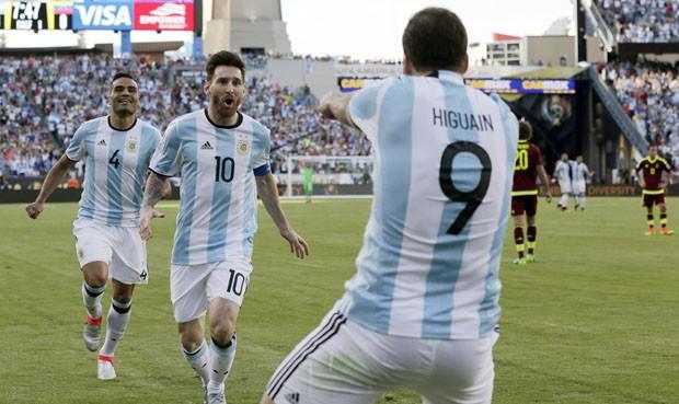 Argentina ganó 4-1 a Venezuela y llegó a semis de Copa América Centenario