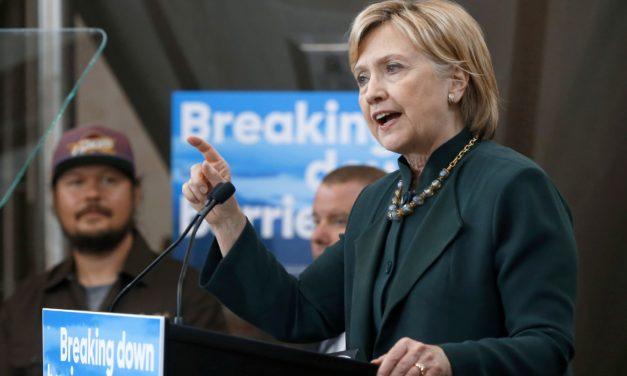 """""""Hillary Clinton no violó la ley"""" aclara, director del FBI"""