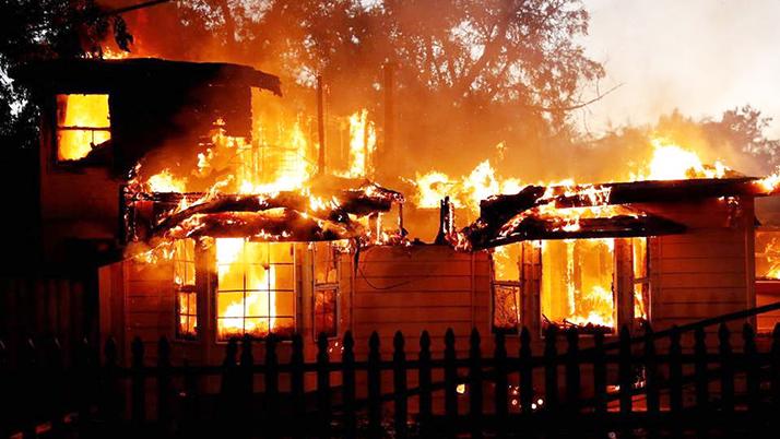 Más de 80.000 evacuados y hogares destruidos por incendio en Los Ángeles