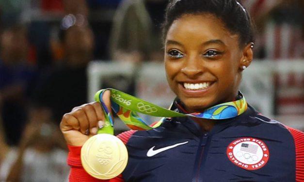 La nueva Nadia Comaneci: Simone Biles de E.U. ¡10 perfecto! en gimnasia olímpica