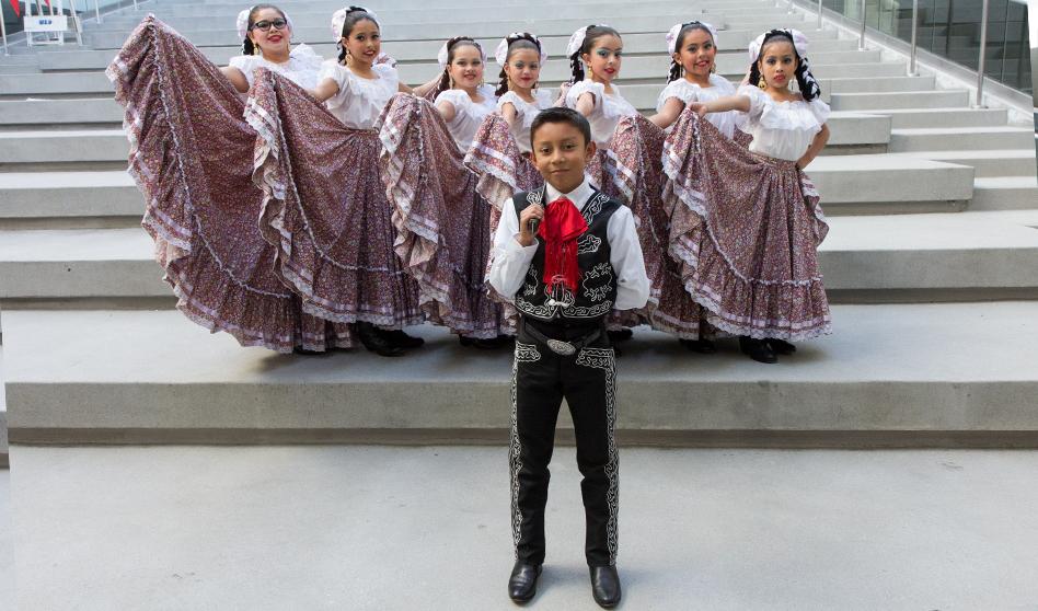 """Todo un Éxito La posada anual miniondas """"Por Amor A Mexico"""""""
