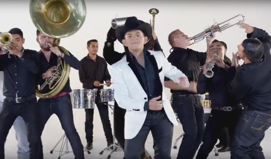 «El Chango» A  RITMO DE LA TUBA Y LA TAMBORA con  William Garza