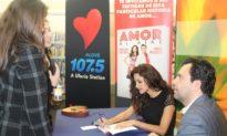 Omar y Argelia presentan su libro «Amor al aire» en la biblioteca de Santa Ana