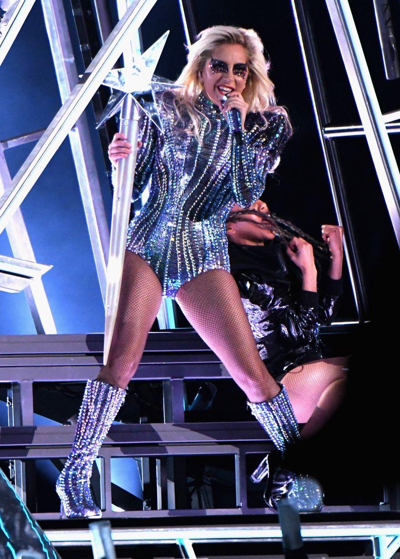 Lady Gaga enciende el medio tiempo del Super Bowl
