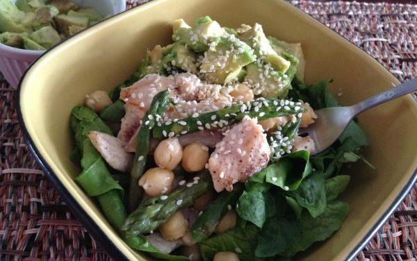 Receta de Ensalada de espinaca con pollo y garbanzos