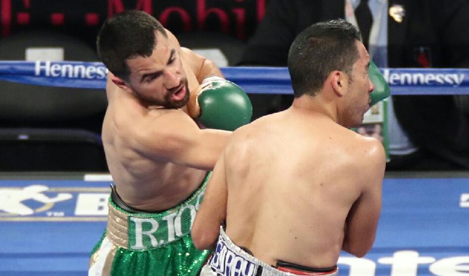De Santa Ana CA, Ronny Ríos Boxeador profesional en camino de conquistar  su sueño