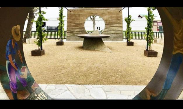 Table of Dignity Unveiling,  Revelando la Mesa de Dignidad