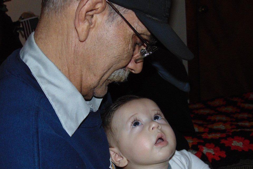 Los abuelos y el vínculo con sus nietos
