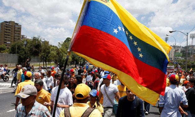 Trump añade a Venezuela a la lista de países con restricciones para viajar a EU