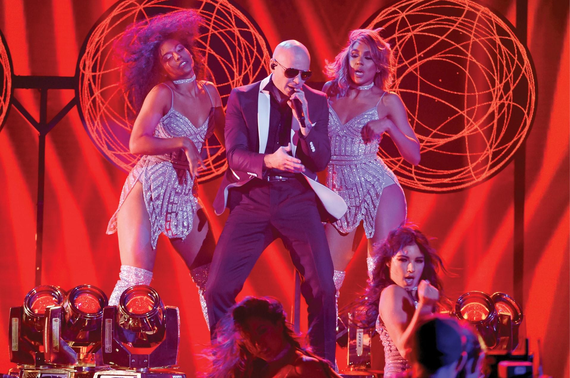 Reconocen trayectoria de Pitbull