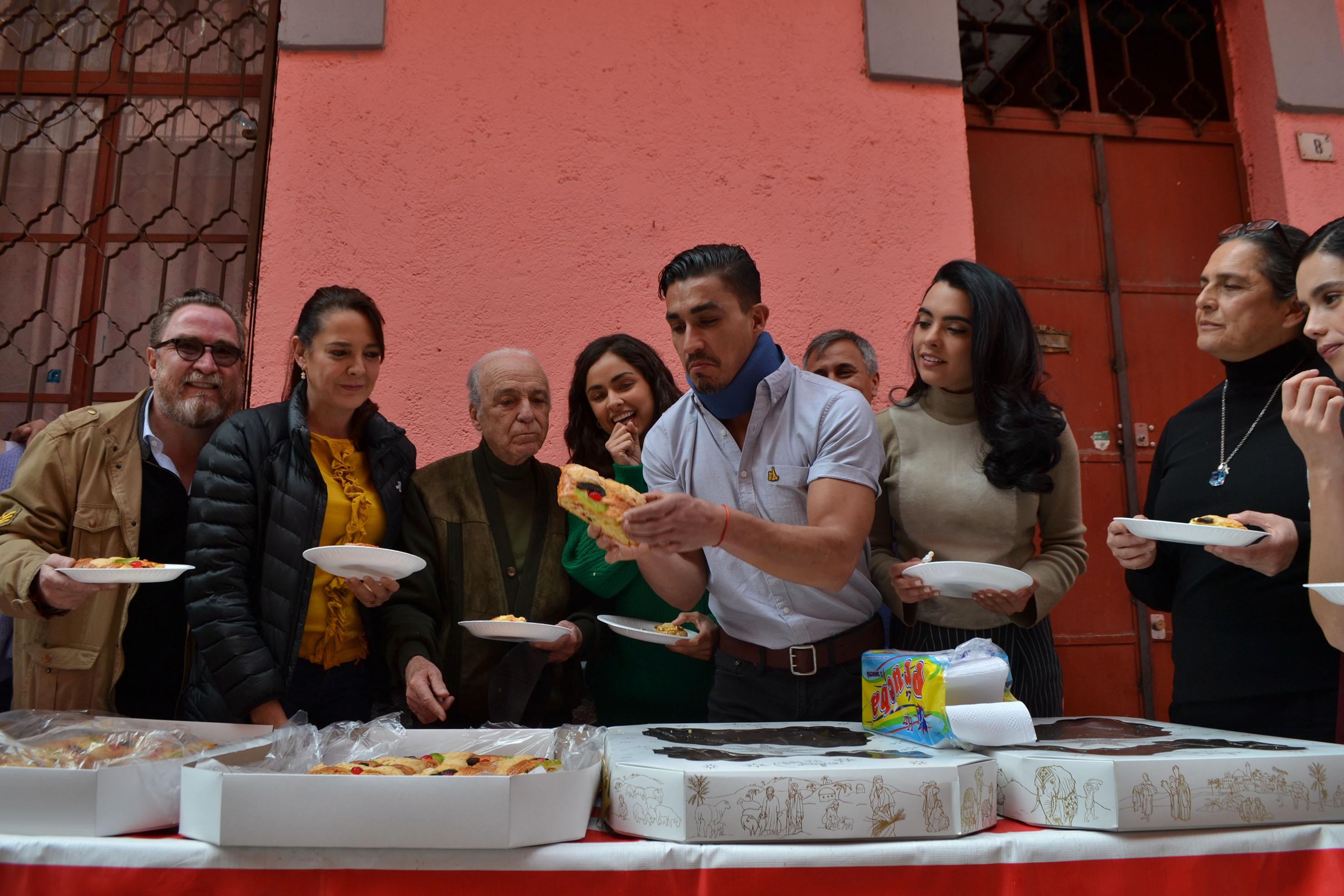 Elenco y producción de Sin tu mirada parten Rosca de Reyes