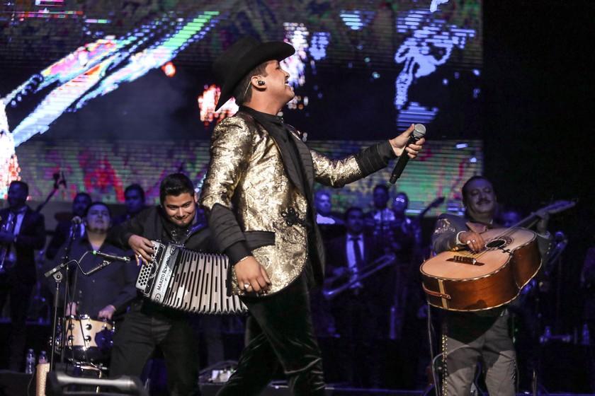 Pepe Aguilar y Familia + Christian Nodal dieron comienzo a Jaripeo Sin Fornteras