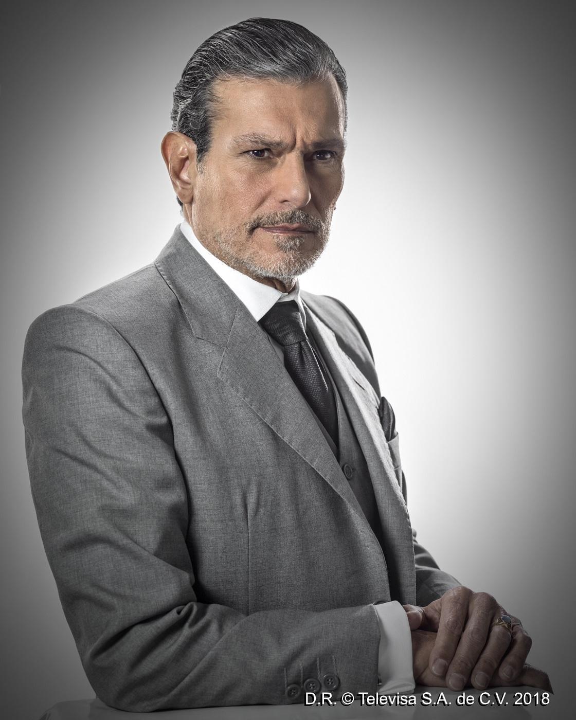 Por Amar Sin Ley se estrena el Lunes 12 de Febrero por Televisa a las 21:30 Horas.
