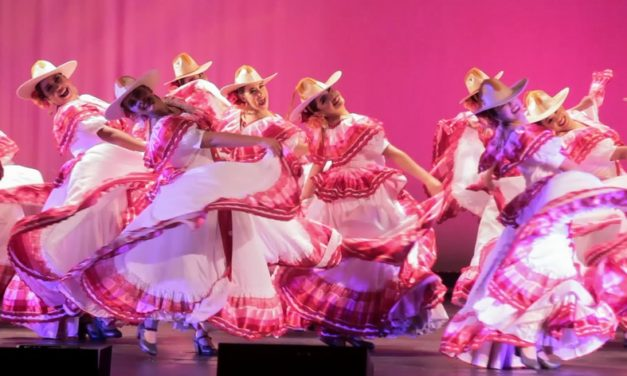 "Grupo Folklórico ""Relámpago Del Cielo"" presentó ""Paisajes de México"""