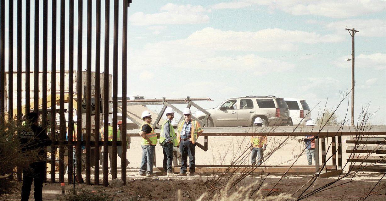 Inicia la construcción del muro fronterizo con México