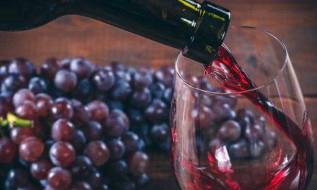 Según dos estudios, beber vino tinto podría ayudar a bajar de peso y controlar la obesidad