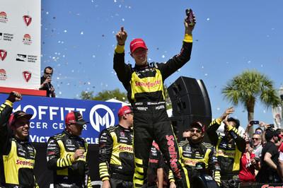 Bourdais lidera la barrida de Honda en la carrera inicial de la temporada de Indy Car