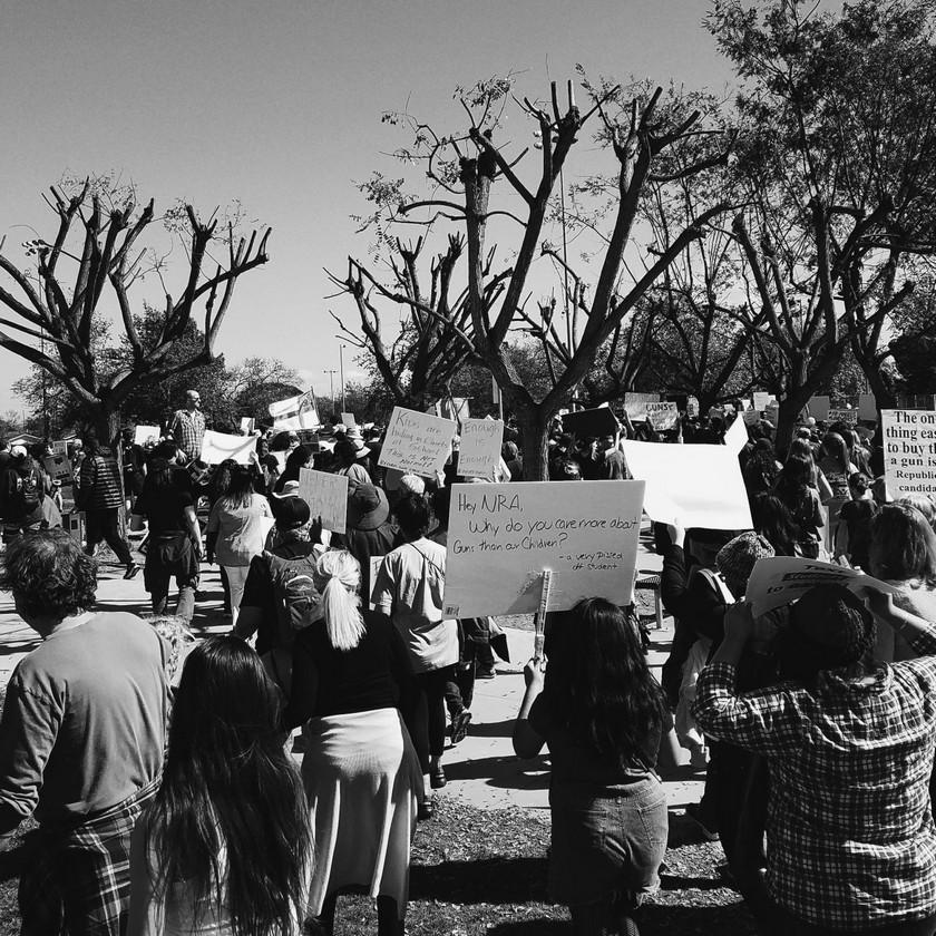 Estudiantes y familias del Condado de Orange se hicieron presentes en la Marcha por Nuestras Vidas
