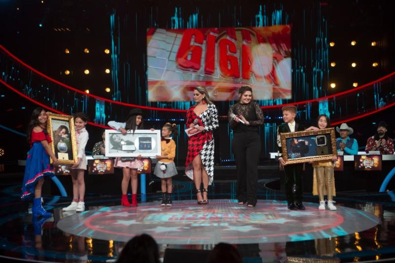 Yurida recibe Disco de Oro y Disco de Platino en México por su nueva producción discográfica 'Primera Fila'