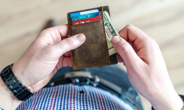 Los estadounidenses buscan alivio mientras los niveles de deuda del consumidor siguen rompiendo récords