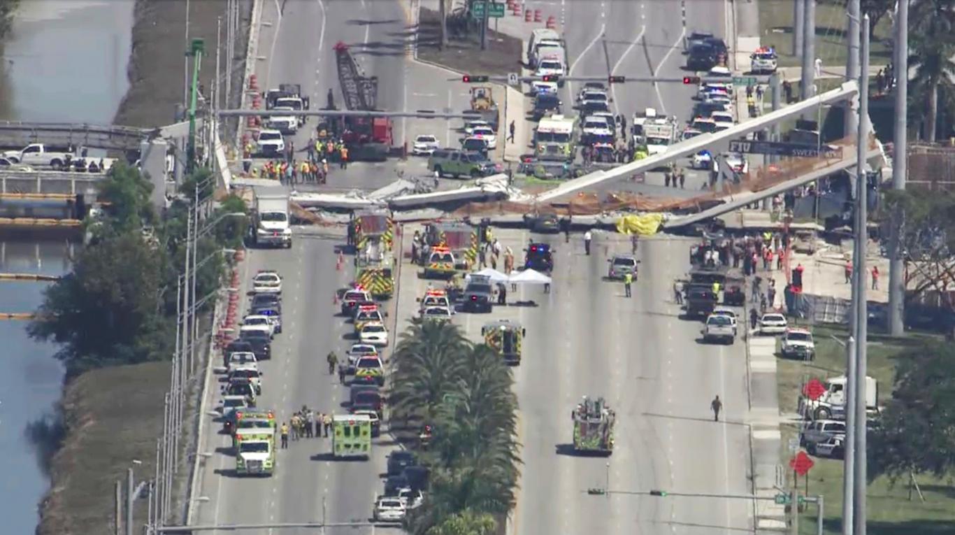 Colapsó un puente sobre una autopista en Miami y hay varios muertos