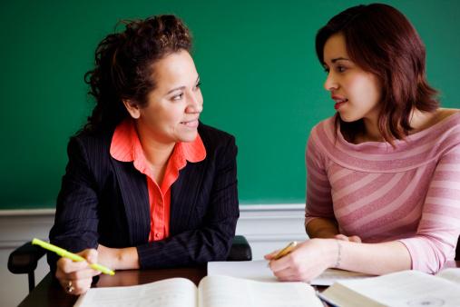 Ayuda a que tu Hijo Vaya a la Universidad: Guía de Preguntas para que le Hagas a su Consejero