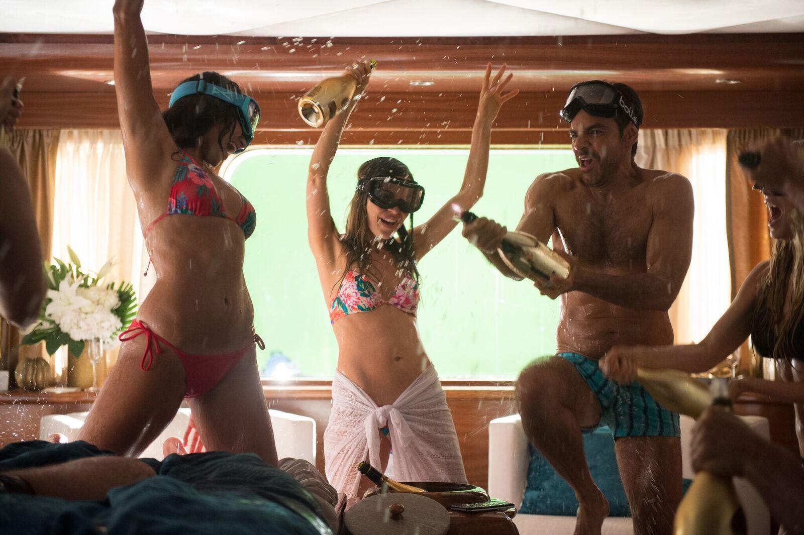 Hombre al agua (Overboard) – La nueva película de Eugenio Derbez estrena en México el jueves 10 de mayo