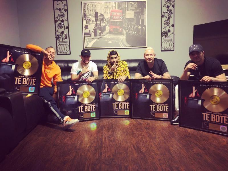 """Nio Garcia y Casper Magico reciben Disco de Oro certificado por la RIAA por su tema: """"Te Boté"""""""