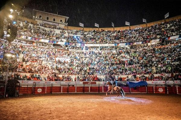 ¡ÉXITO TOTAL! «Jaripeo sin Fronteras» de Pepe Aguilar inició en México con plaza llena en Aguascalientes