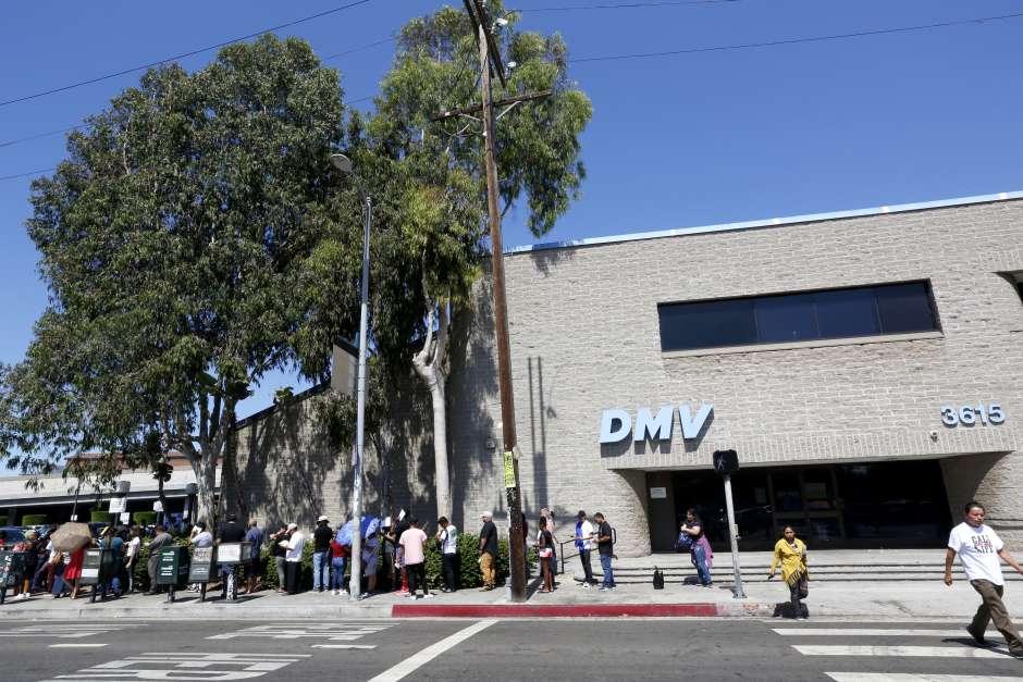 La directora del DMV emite una declaración sobre la acción tomada por la legislatura para reducir los tiempos de espera y aumentar la contratación de empleados