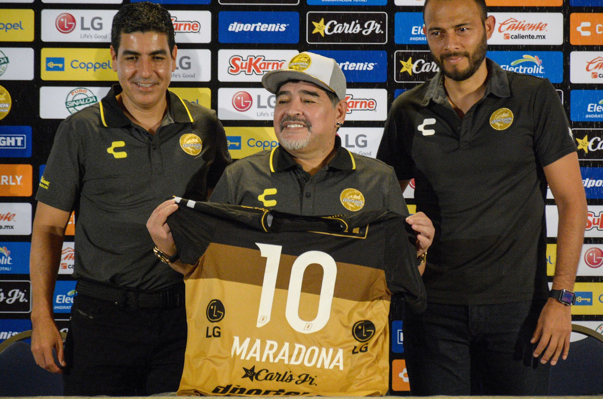 Presentan a Maradona con Dorados: «no vengo de vacaciones»