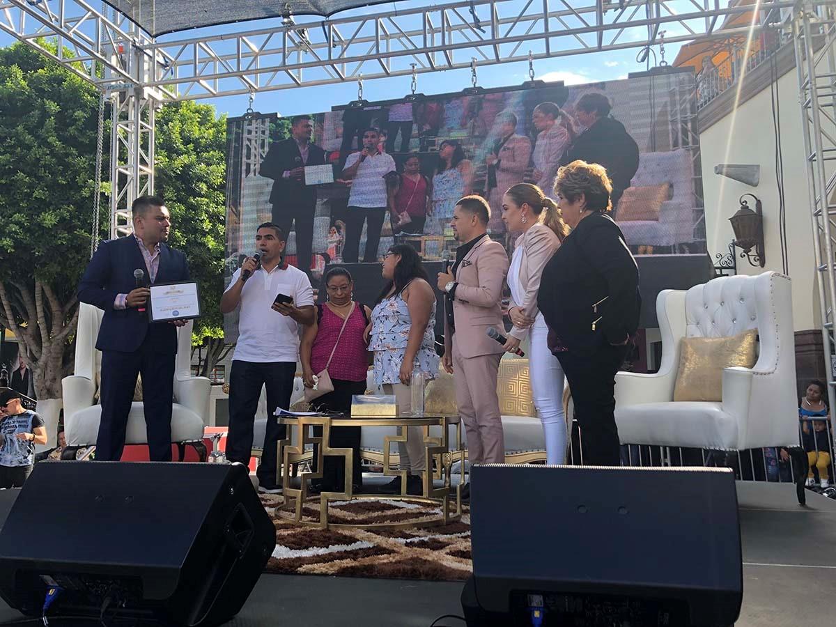 LARRY HERNANDEZ hace su primer aparición durante evento especial y anuncia su unión con Gerencia 360