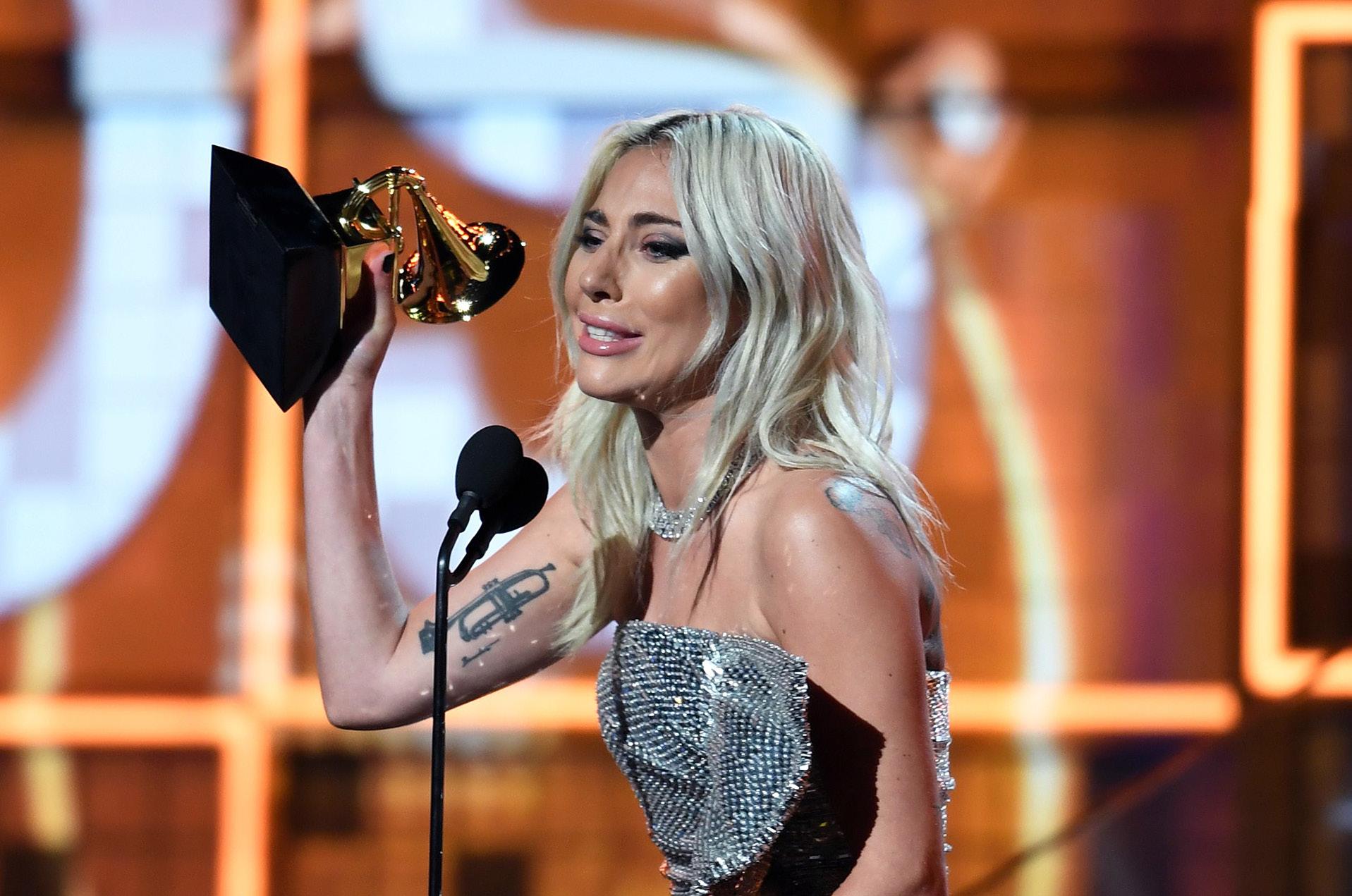 """Lady Gaga, se llevó el premio a Mejor dúo pop por """"Shallows"""""""
