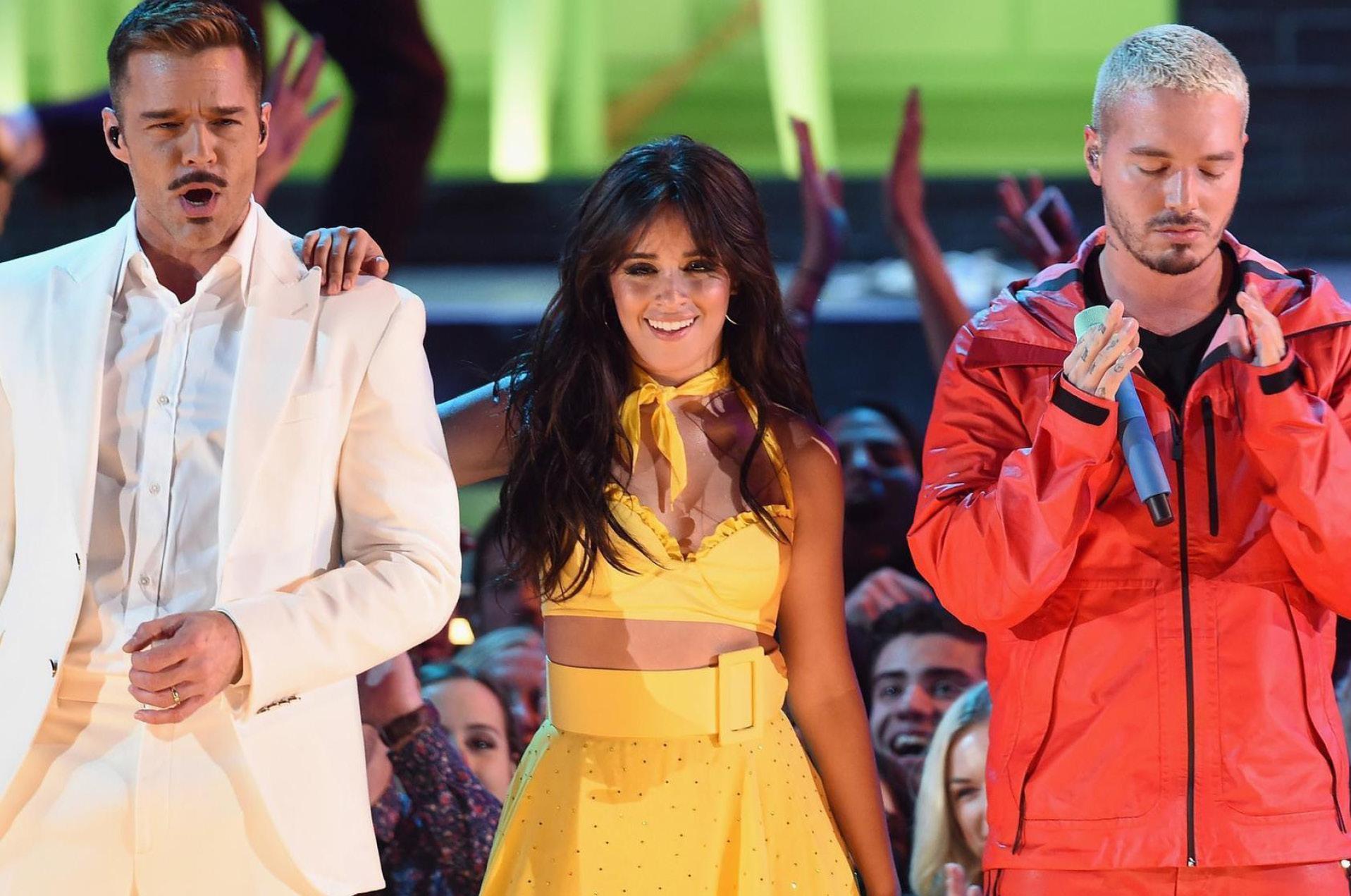 Ricky Martin, Camila Cabello, y J Balvin durante su actuación al inicio de la edición 61 de los Grammy, en el Staples Center de Los Angeles, el pasado 10 de febrero.