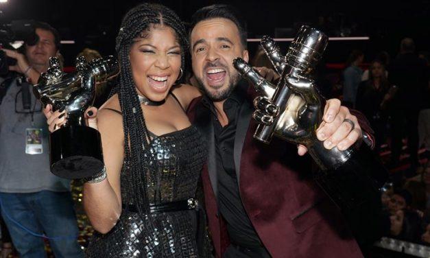 Jeidimir Rijos del team Fonsi se corona como la ganadora de la primera versión en español de los Estados Unidos de 'La Voz' por Telemundo
