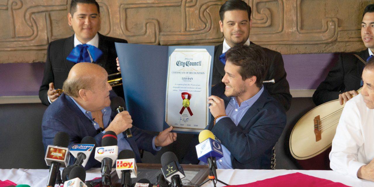Una nueva estrella en el paseo de la fama de Plaza México, Leo Dan