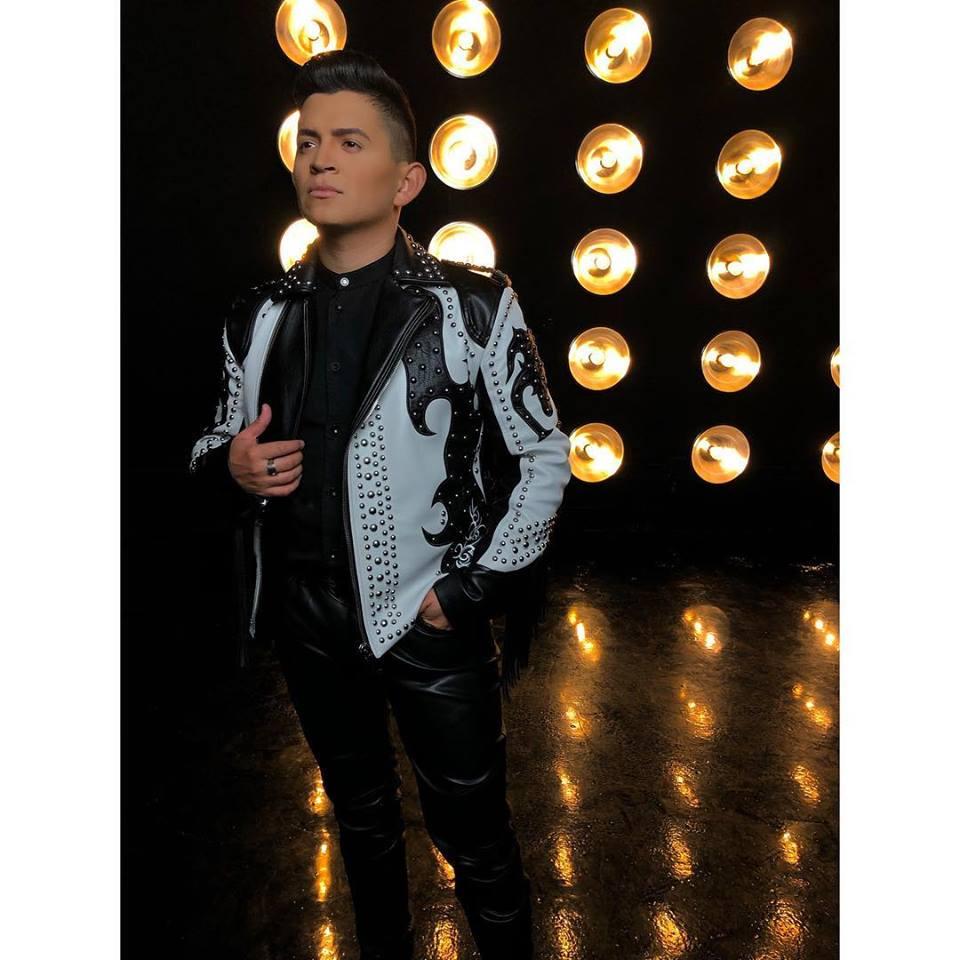 """William Garza – Disfruta del éxito de su reciente sencillo y video: """"De Que Hablas"""""""
