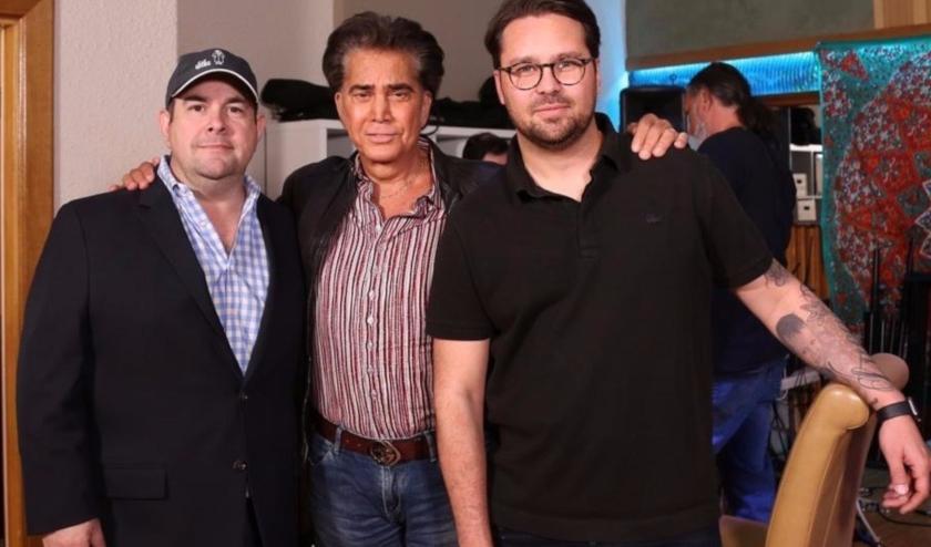 """El legendario artista venezolano José Luis Rodríguez """"El Puma"""" firma acuerdo para el desarrollo de una serie de ficción sobre su vida"""