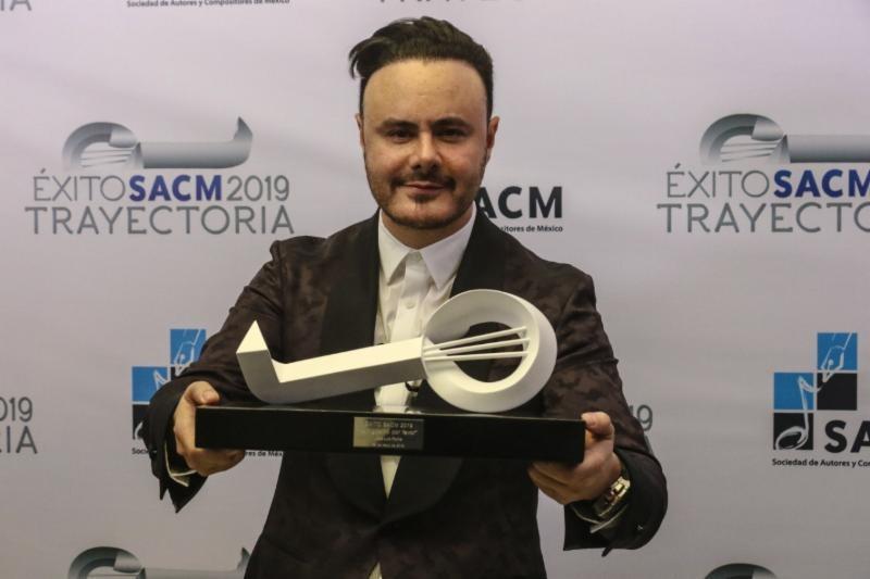 José Luis Roma «El Autor del Amor» recibe el premio «Éxito SACM»