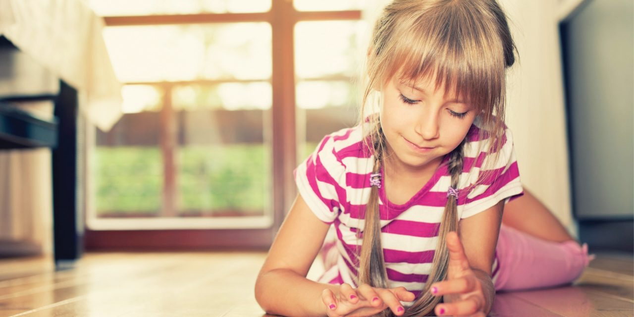 Recomienda OMS no exponer a niños a ningún tipo de pantalla electrónica