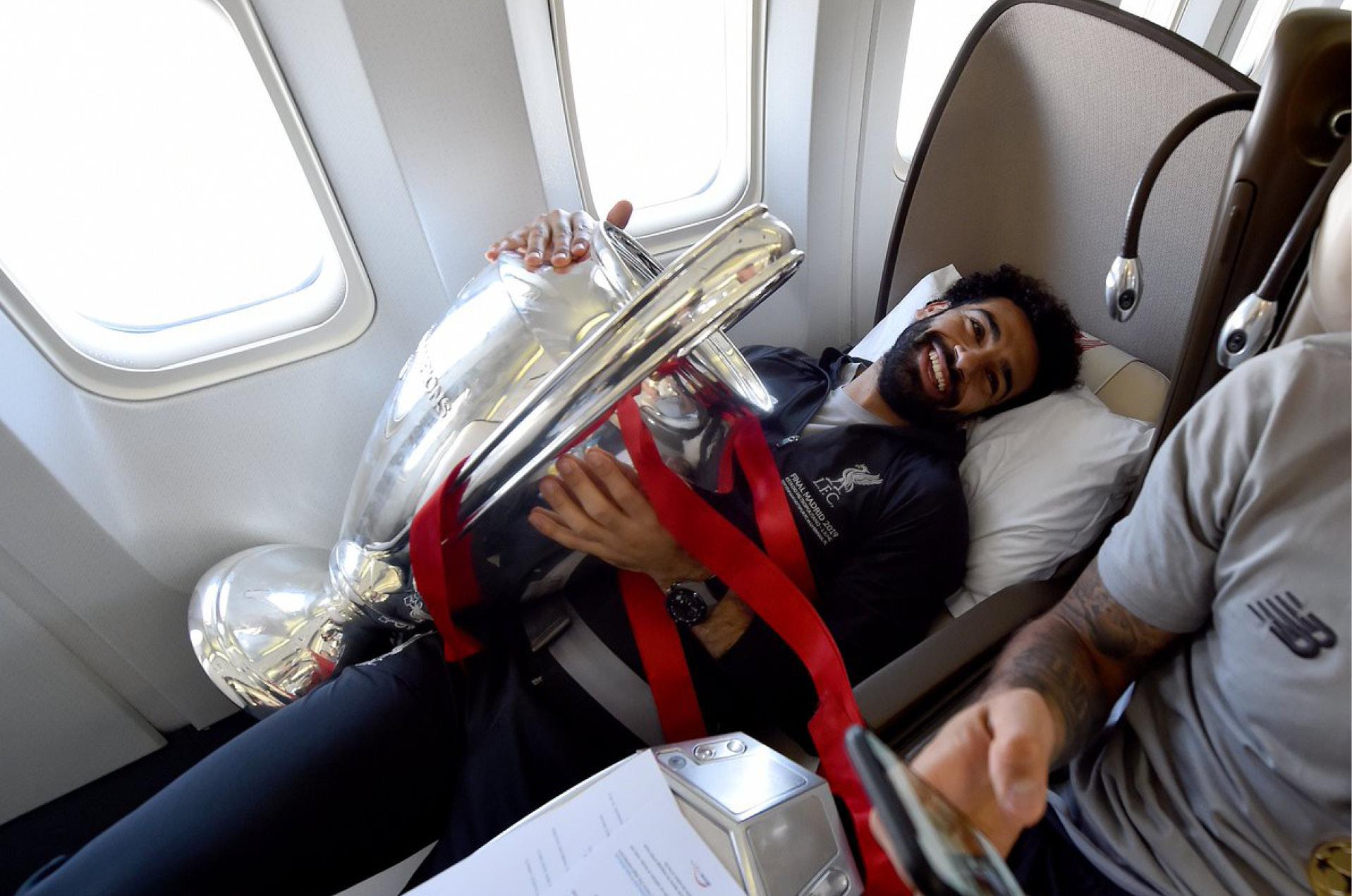 Mohamed Salah, jugador del Liverpool no suelta la 'Orejona'