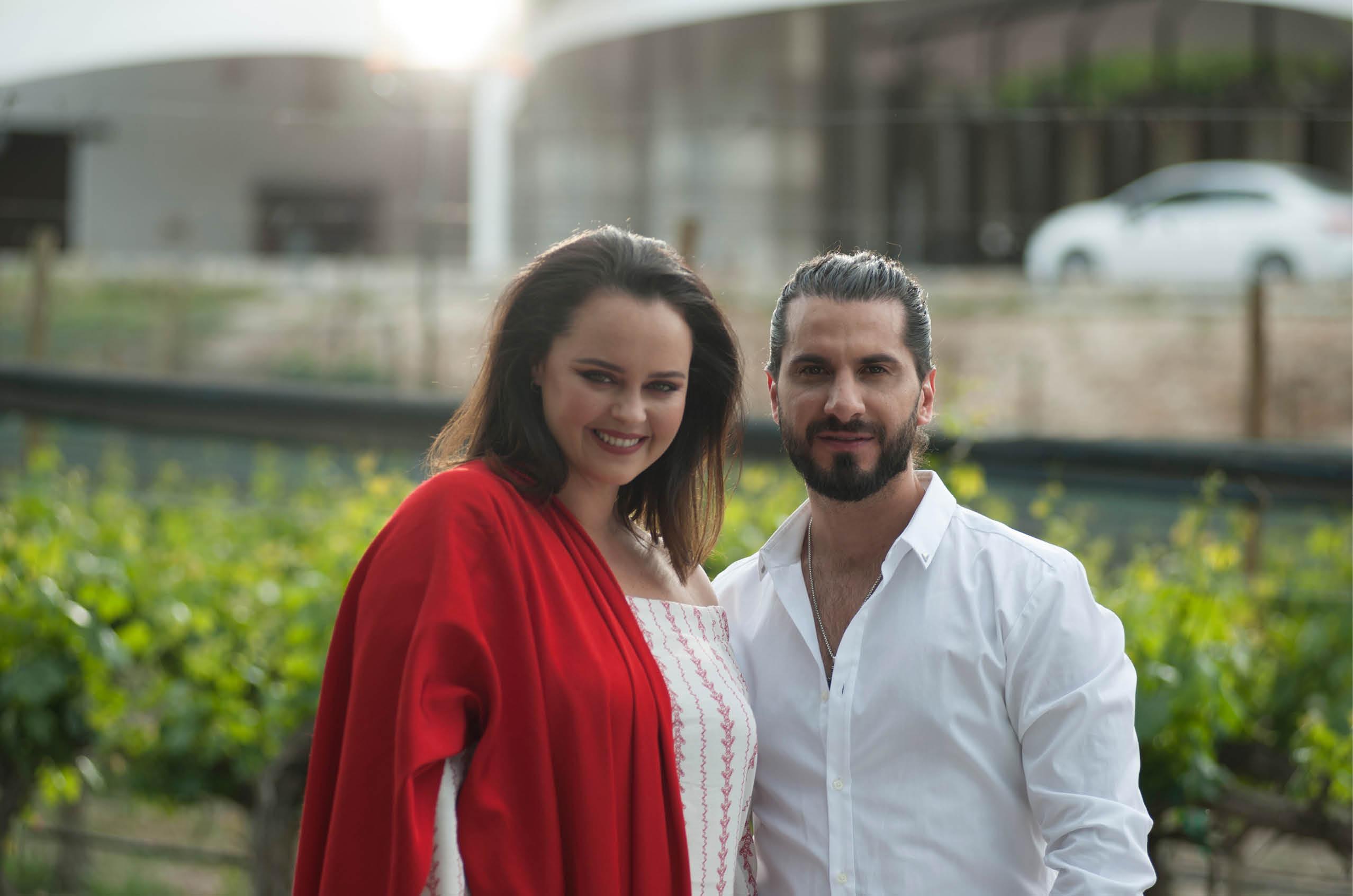 Una Noche no me basta es el tema que Simón León nos presenta a dúo con Shaila Dúrcal
