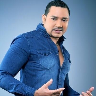 Frank Reyes arrasa en Premios Juventud junto a Romeo Santos