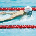 Nadador de 19 años rompe récord de Michael Phelps
