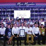 Oaxaca obtiene Récord Guinness con Muro Mezcalero