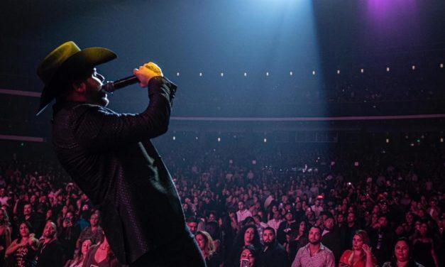Gerardo Ortiz regresa con gran éxito al Microsoft Theatre de Los Angeles, CA.