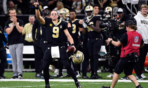 Brees impone récord de pases de anotación