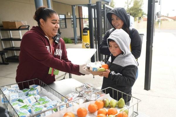 Actualizado: aquí hay un resumen de los cierres de escuelas de OC y los horarios de comidas para llevar